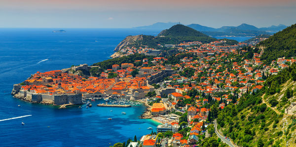 Experience the Croatian islands and coastline cruising between Split and Dubrovnik